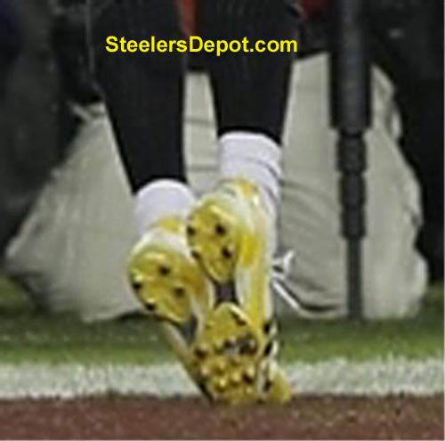 Pittsburgh Pa December 17 Ben Roethlisberger 7 Of The Pittsburgh Steelers Walks